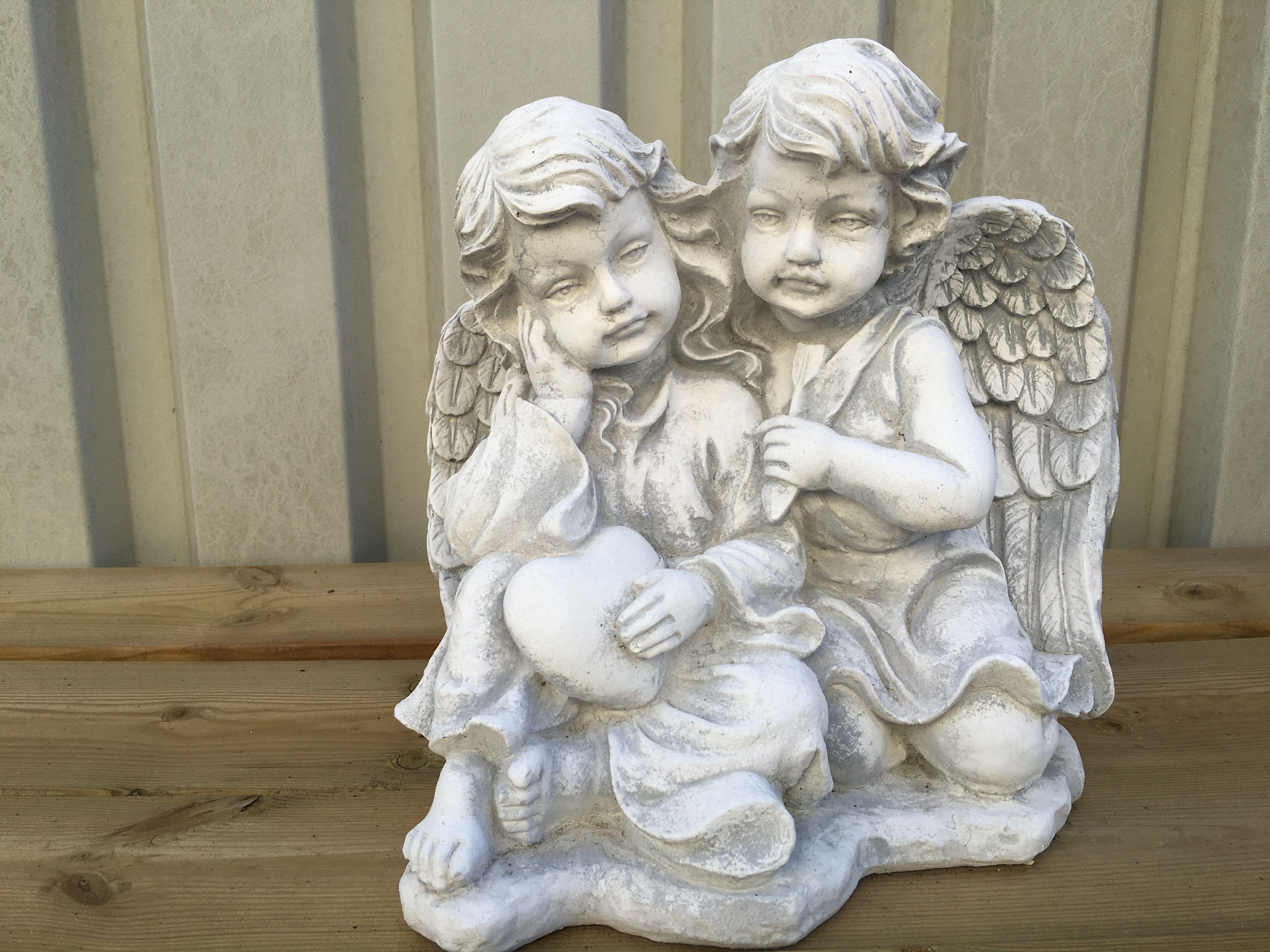 Beeld vol steen van 2 engelen prachtig beeld. deco rustique.be