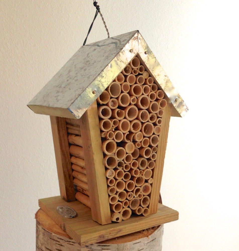 Tags bij hotel reserveren insecten bijen bijenstal bij huis voor de winter winter bij - Deco huis exterieur ...